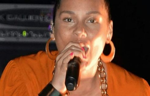 Alicia Keys Goes Completely Natural Without Makeup Or Even Bra,
