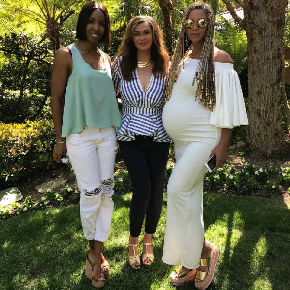 Beyonce Flaunts Baby Bump While Celebrating Easter