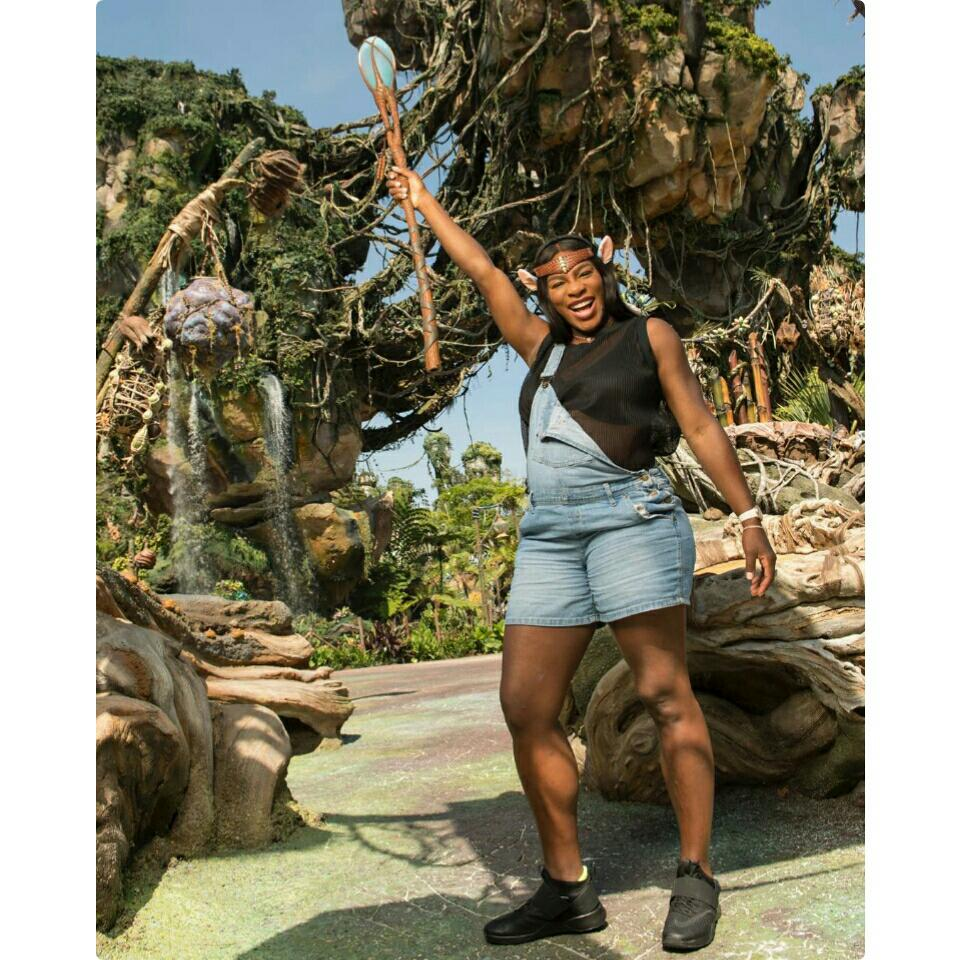 Serena Williams Shows Off Her Baby Bump As She Promotes Disney's Pandora - World Of Avatar
