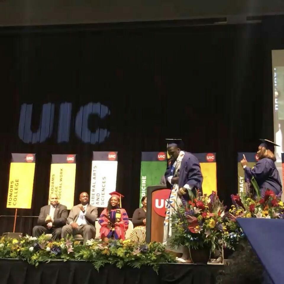 Ghanaian Graduate Did The Shoki As He Stepped Up To Receive His Degree