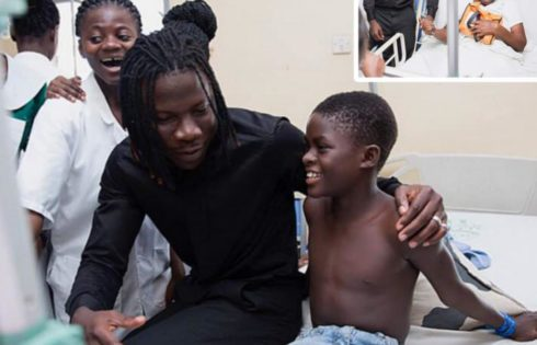 Stonebwoy Pays Off Hospital Bills For Patients At The Korle Bu Accident Care Unit