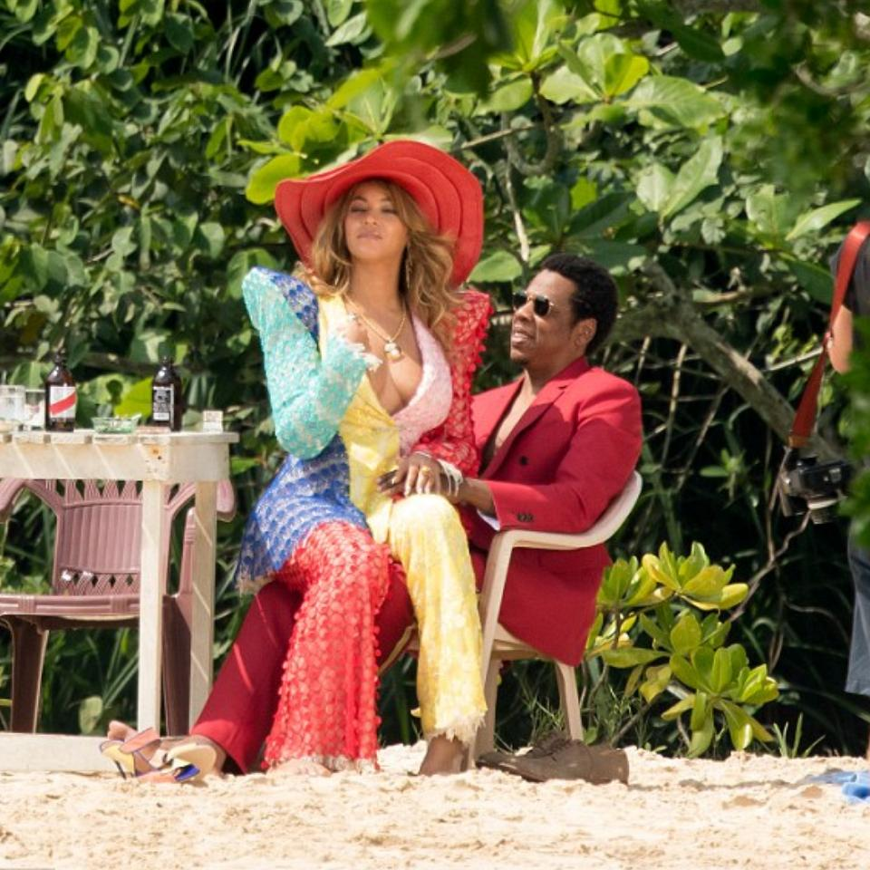 Beyonce Pictured Sitting On Jay-Z's Lap