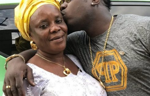 Duncan Mighty Celebrates His Mum With Kiss