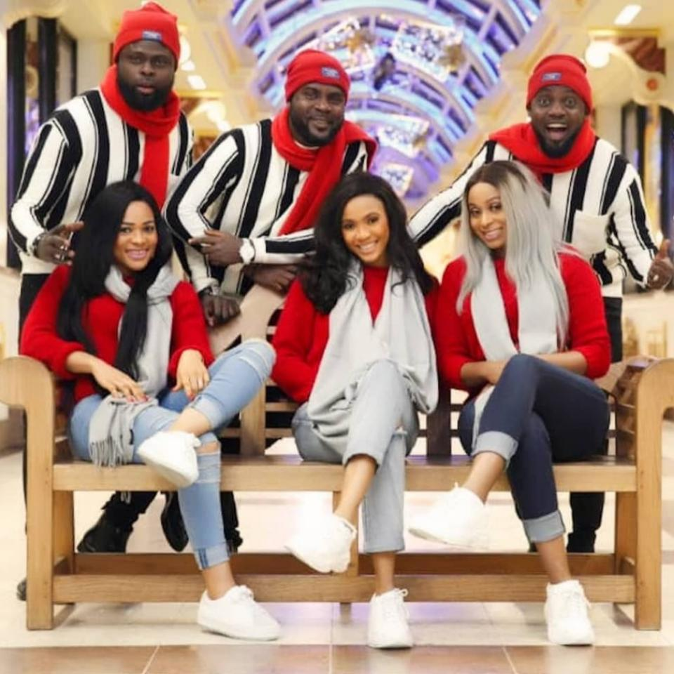 AY And His Brothers With Wives Took These Christmas Photos