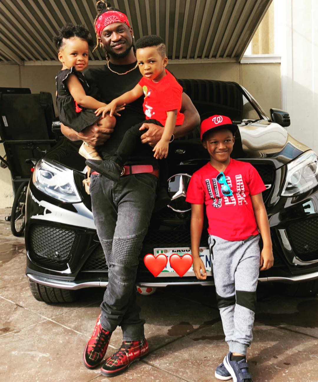 Paul Okoye Poses With His 3 Children (2)