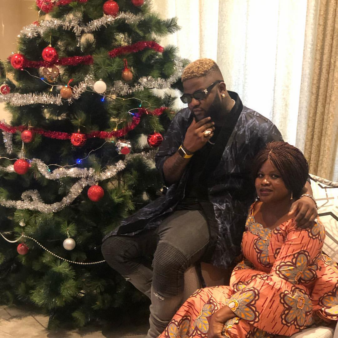 Skales And His Mother Dishing Out Christmas Goals (2)