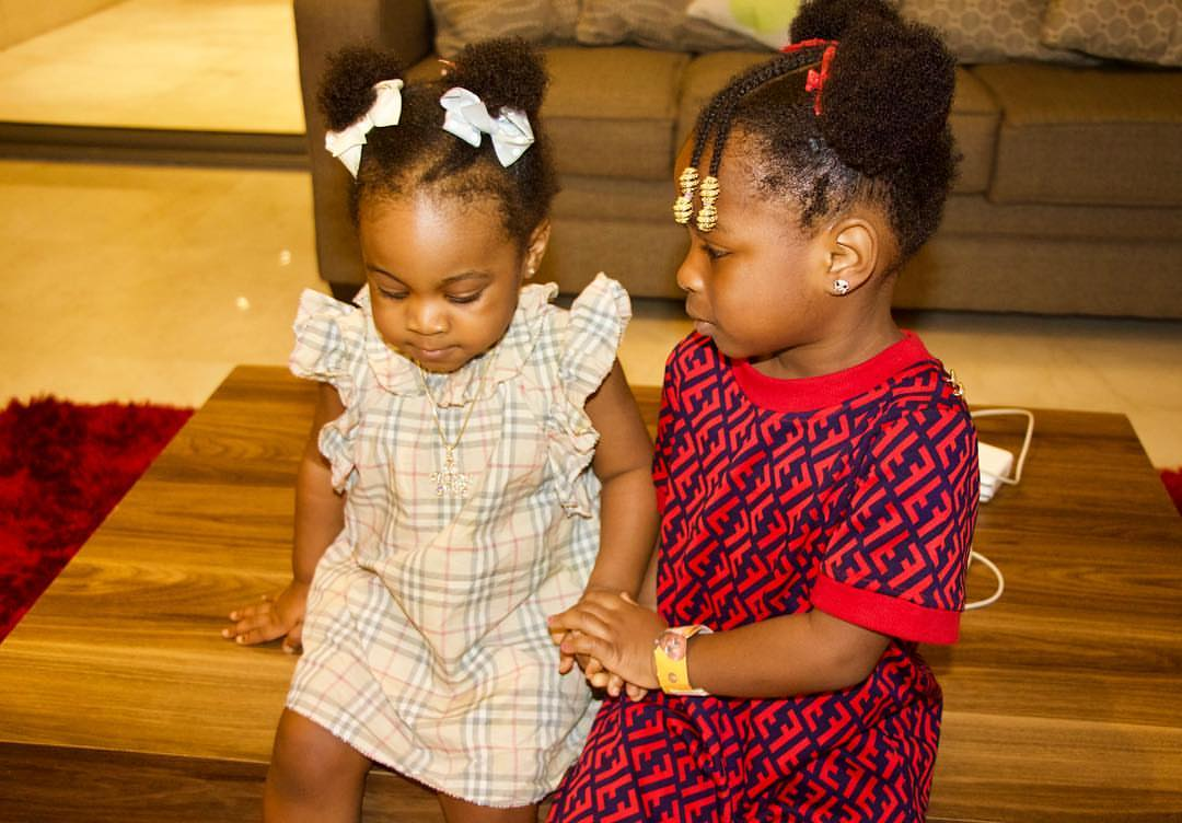 Davido's Daughters Pose Together (3)