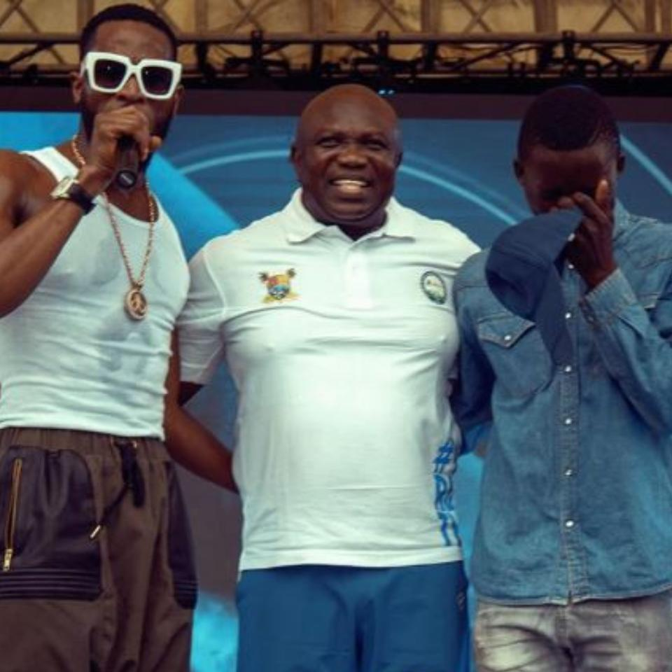 D'Banj And Governor Ambode Take 26-Year-Old Joseph David Off The Street After He Impressed At Lagos City Marathon