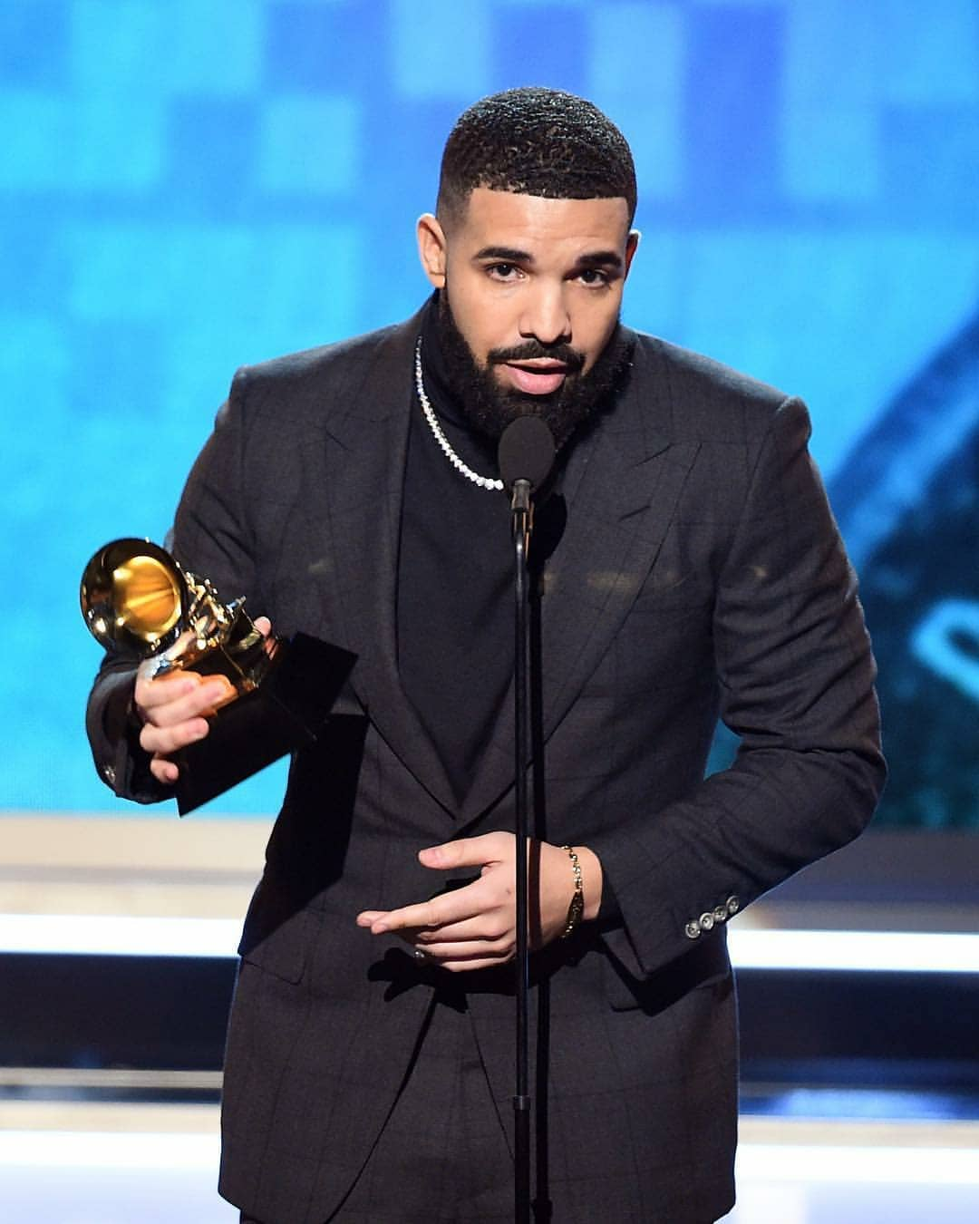 Why Drake's Acceptance Speech For Best Rap Song Was Cut Short (2)