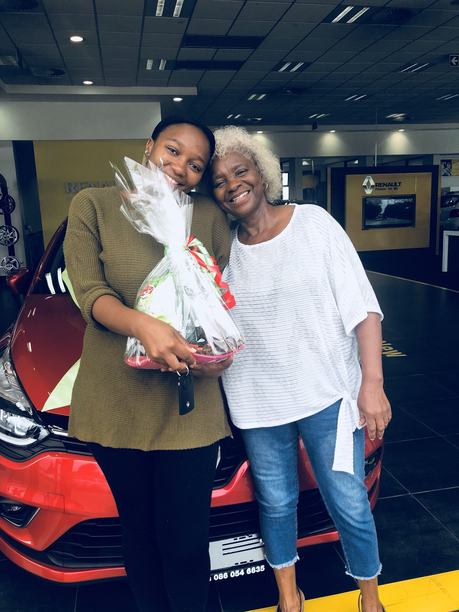South African Lady Gets Surprise Car Gift From Her Mother For Being A Good Daughter (2)
