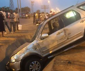 Nigerian Lady Survives After Her Car Somersaulted Twice