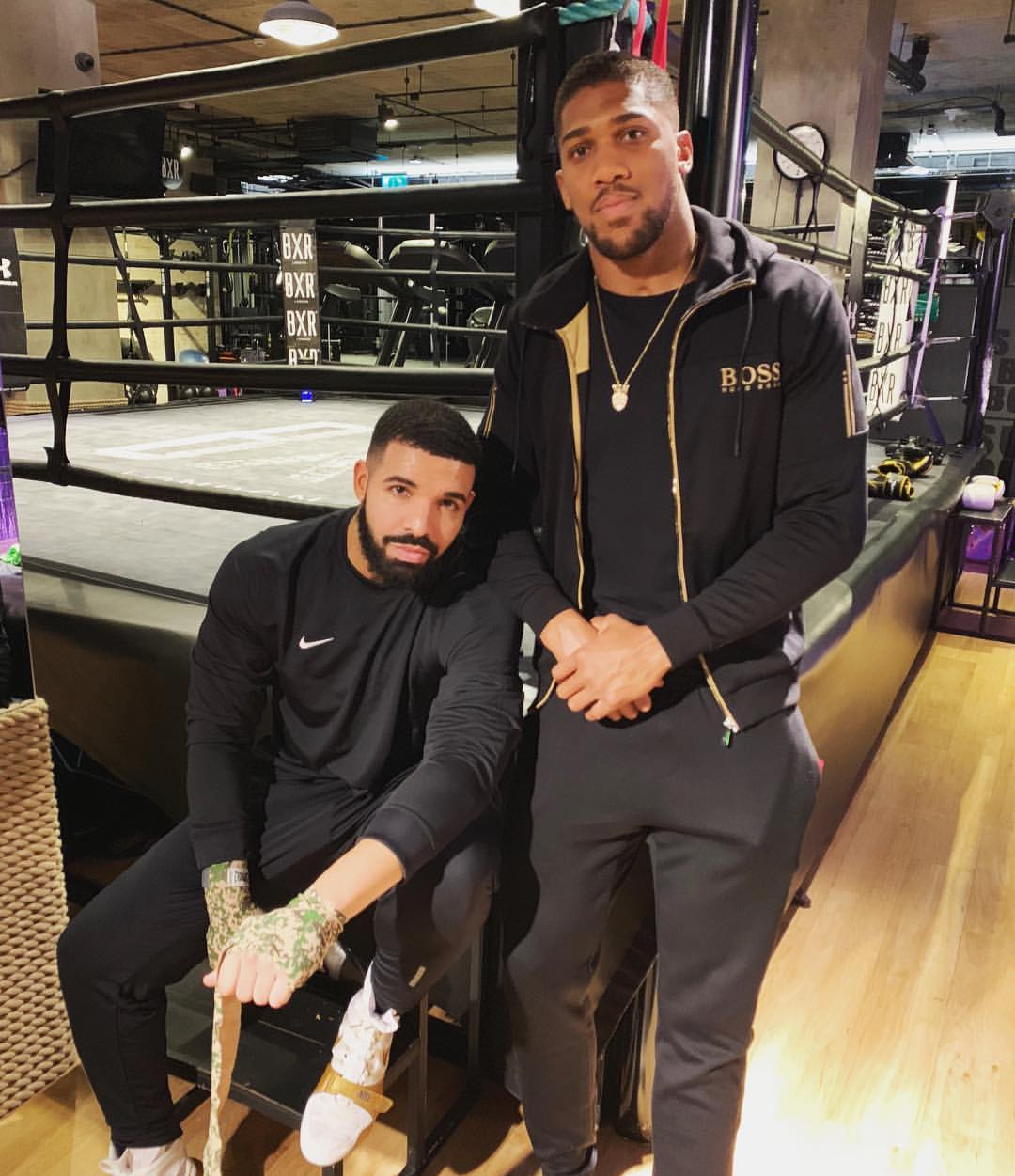 Drake And Anthony Joshua Pose Together In The Boxing Ring (2)
