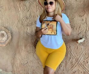 Moesha Boduong Shows Off Bare Behind At The Beach