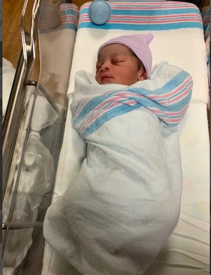 Virginia Father Helps Wife Deliver Firstborn In Bathtub (3)