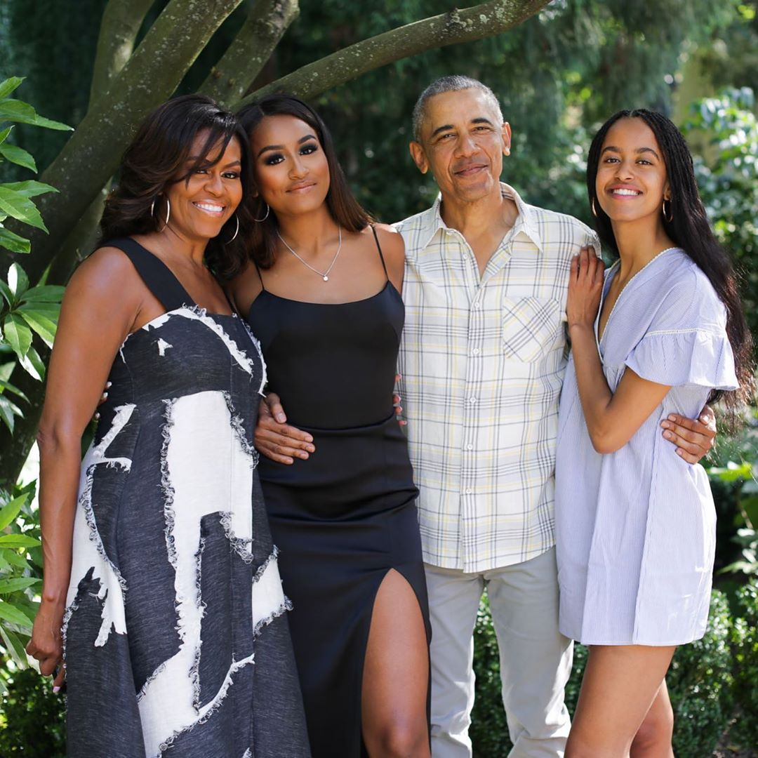 Obamas Thanksgiving Family Photo (2)