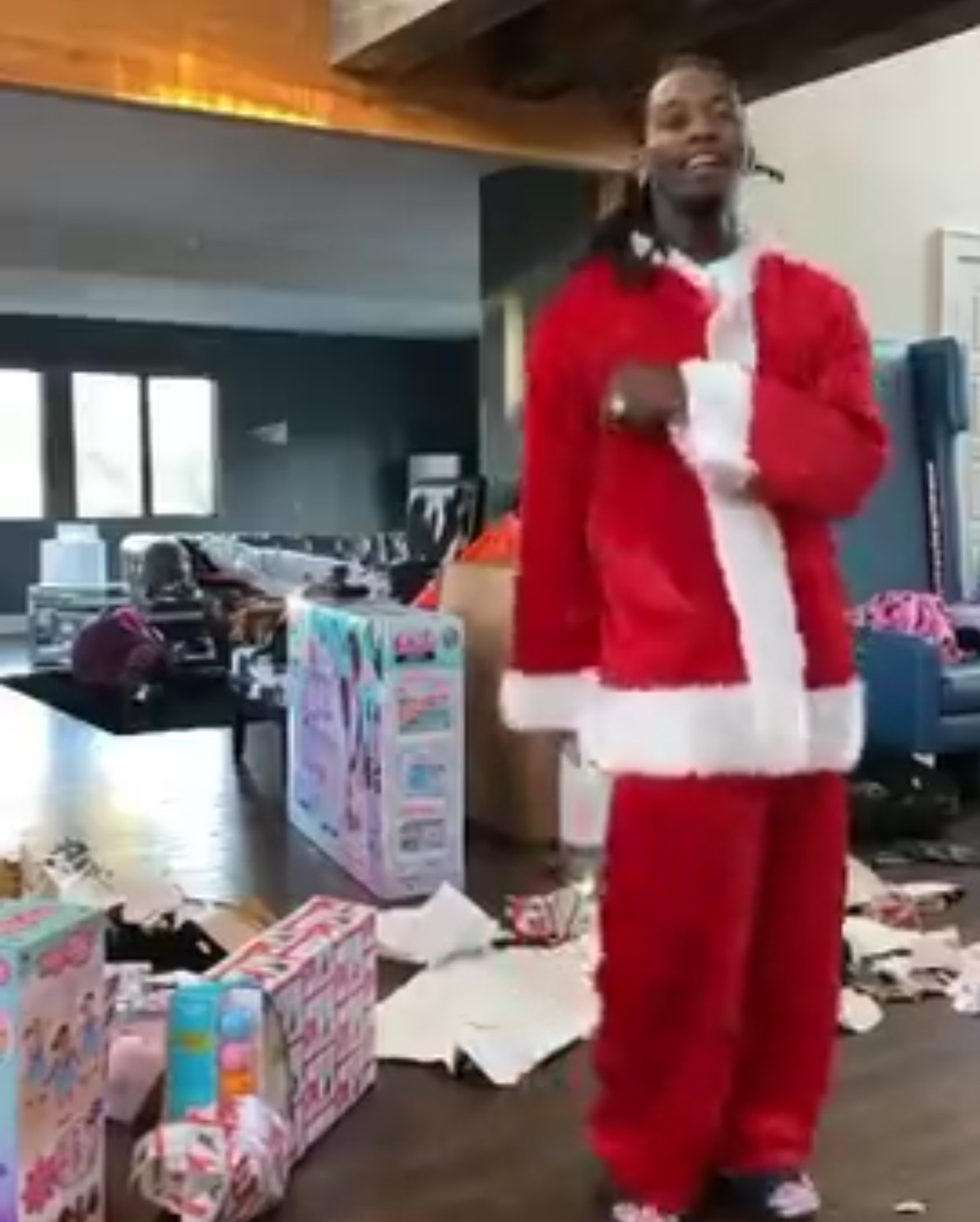 Offset Dancing Around In Santa Costume (2)